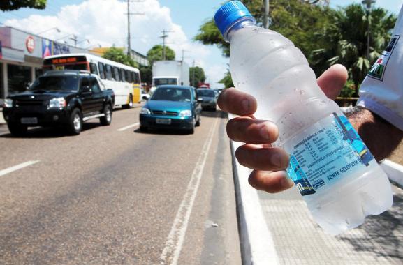 Vender água na rua da dinheiro