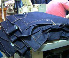 Como comprar calças jeans online
